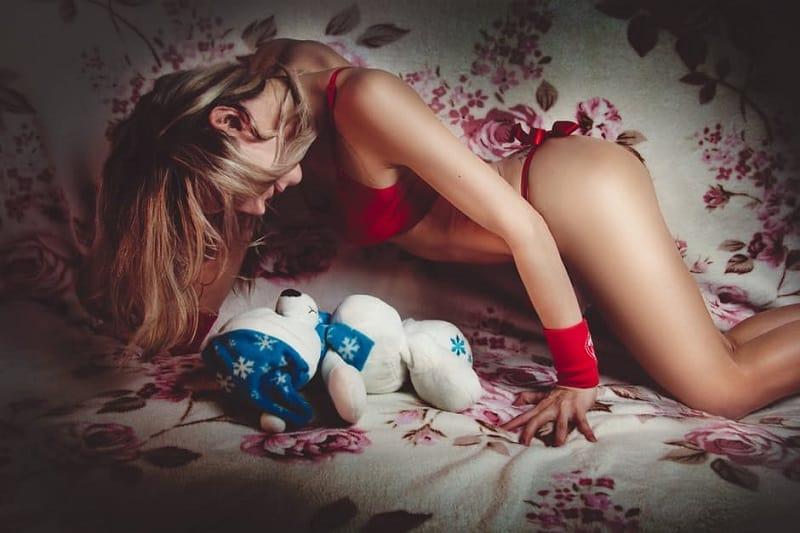 11 вещей, которые девушки любят в пocтeли, но стесняются в этом признаться.