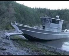 Удивительная лодка выходит на берег сама!